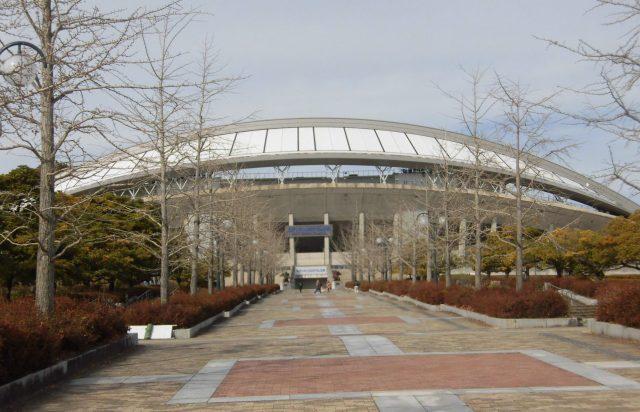 エディオンスタジアム広島 広島ビッグアーチ 広島広域公園陸上競技場 屋根