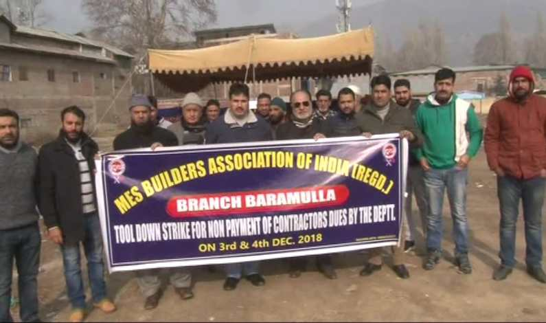 MES Builders Association protests against non-payment of dues in Baramulla
