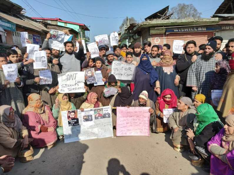 Shutdown, protest in Sumbal against arrest of youth by Delhi police