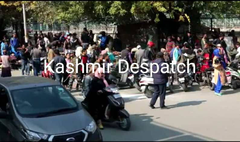 Video : People throng Srinagar's 'Sunday Market even as shutdown continues in Valley