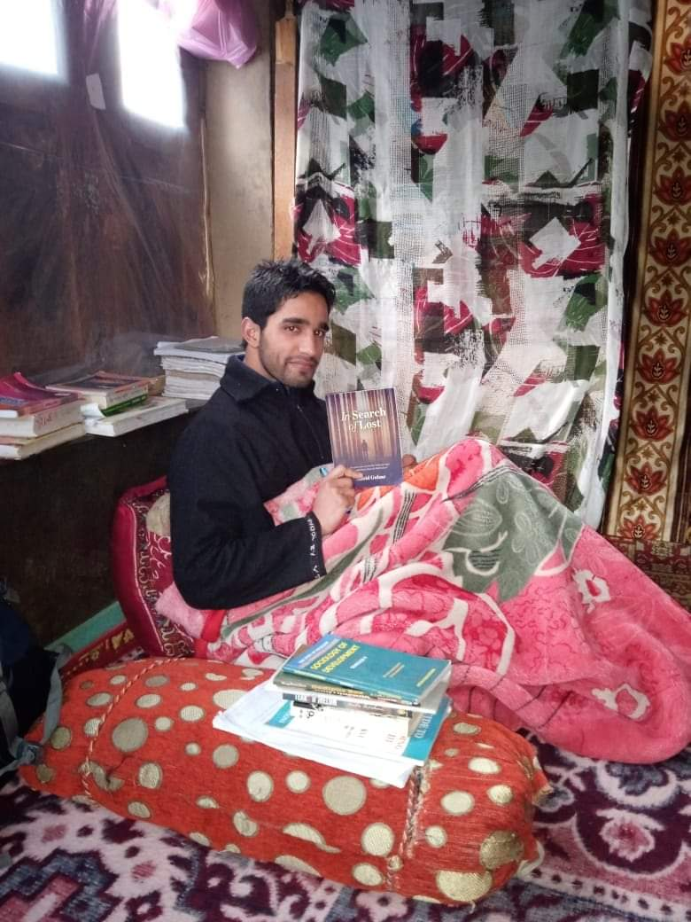Inspired by poet Rasool Mir, Shopian youth publishes his maiden poetry collection