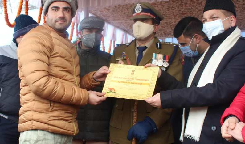 Kashmir Despatch Ganderbal reporter awarded