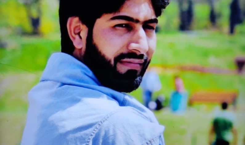 Cop performs mouth to mouth resuscitation on drowned boy in Sopore; Garners Respect