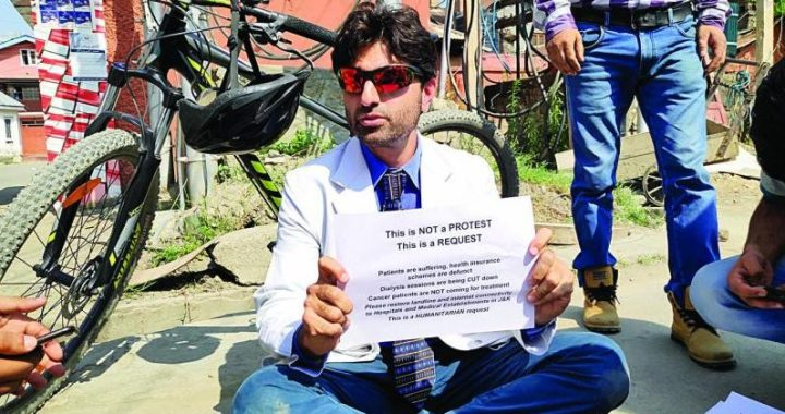 Dr in Srinagar sit-in demanded the immediate lifting in the restrictions