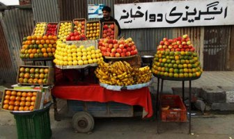 A fruit vendor -- Photo:Aamir Ashraf Gujri