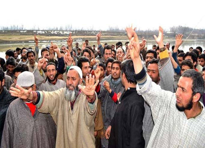 People in Seer-Jagir locality protesting against the hanging of Afzal Guru --Photo: Abid Nabi