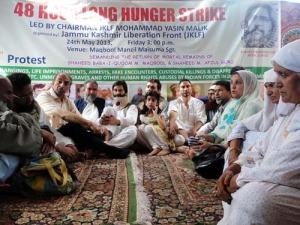 JKLF chairman Yaseen Malik sitting on 48 hours long hunger strike with other civil society members: Photo: Bilal Bahadur