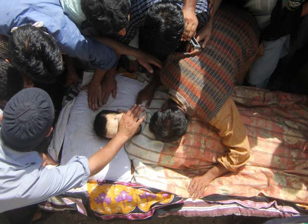 A close friend wails over Ajaz's body who was killed in a 12 hour long gunfight with army and police in Tral.