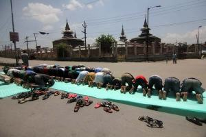 People in old city's Nawhatta area offering prayers on road in solidarity of four persons of Gool, Ramban killed by BSF on Thursday. Photo: Bilal Bahadur