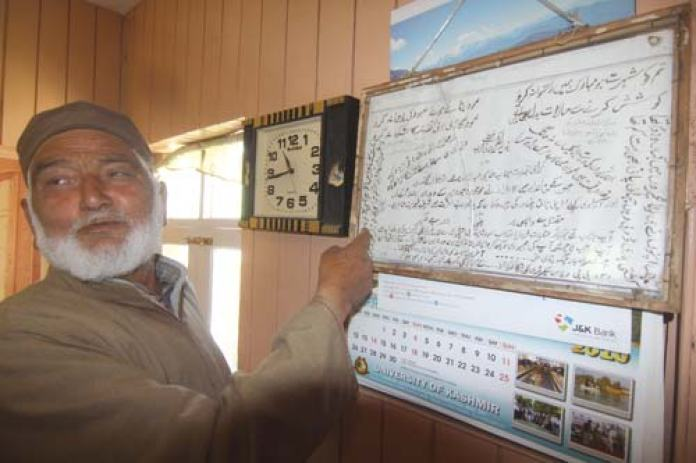 Abdul Ahad Bhat showing Geelani's letter.