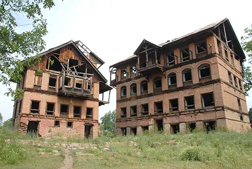 An abandoned pandit house in Haal Pulwama.