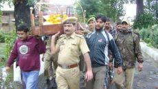 police helps in performing last rites