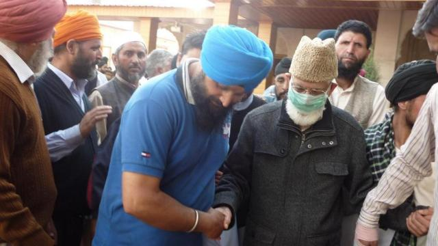 Hurriyat Conference (G) chairman during his visit to Sikh relief camp on the outskirts of Srinagar. Photo courtesy: Web