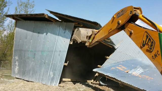 Demolition drive along river Jhelum. Pic Courtesy: JandK