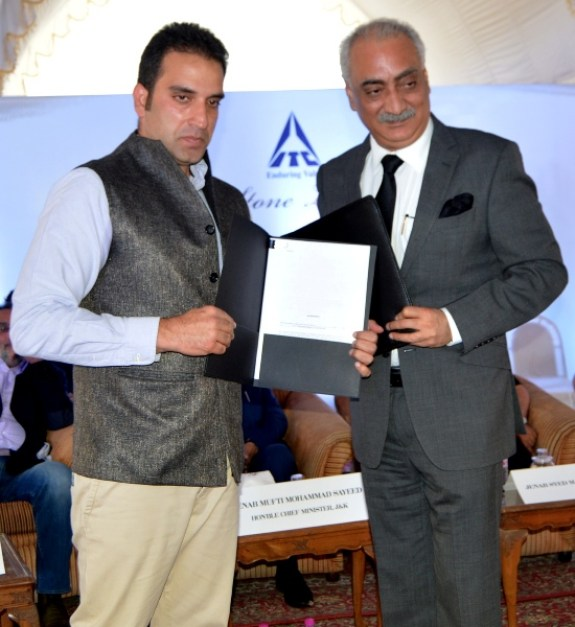 Asif Iqbal Burza exchanging documents about ITC tying up with Ahad Group of Hotels.