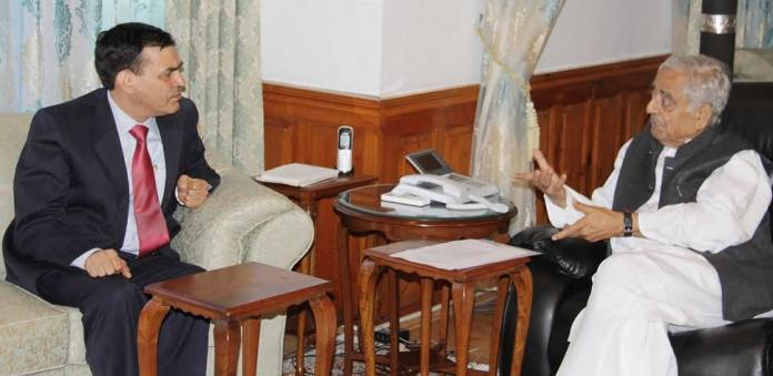 CM Mufti Mohammad Sayeed interacting with NABARD chief in Srinagar after his return from outside J&K.