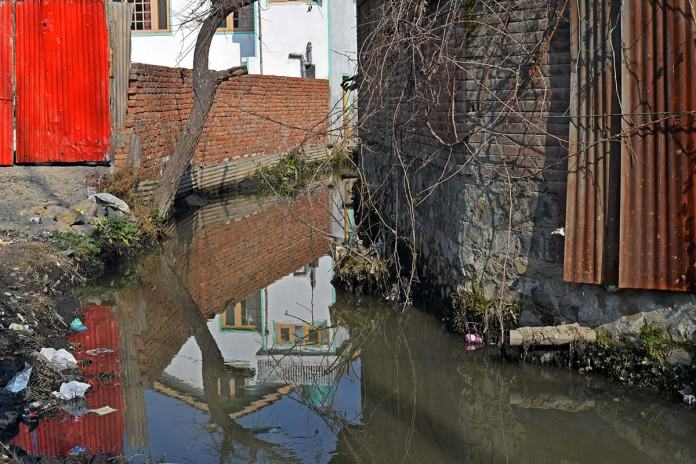 Encroached water body at Nowshera. (Pic by the reporter)
