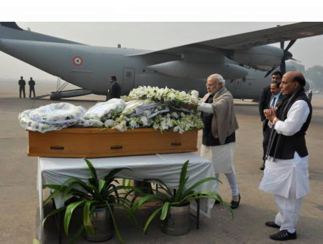 PM Modi paying homage to late CM Mufti Mohammad Sayeed at Palam Airport, New Delhi early today.