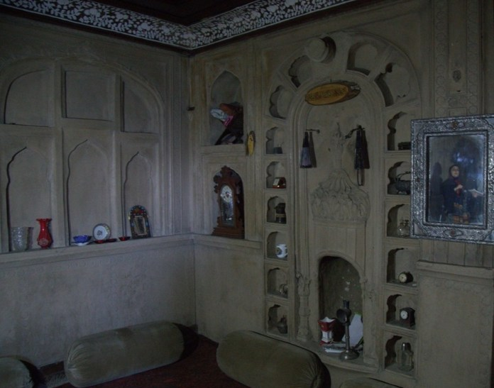 The ancient architect marvel popularly known as Jalali House on the bank's of Anchar Lake, Zadibal Srinagar, here is synonym to film industry since it featured in Bollywood blockbuster movie 7 Khoon Maaf.