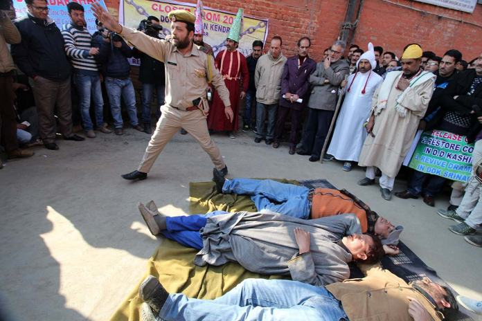 TV artists during Nukkad show in Srinagar. (Photo: Bilal Bahadur/KL)