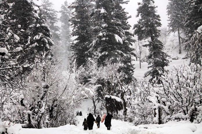 For many snowfall was the moment of a much desired day out. (KL Image: Vikar Syed)