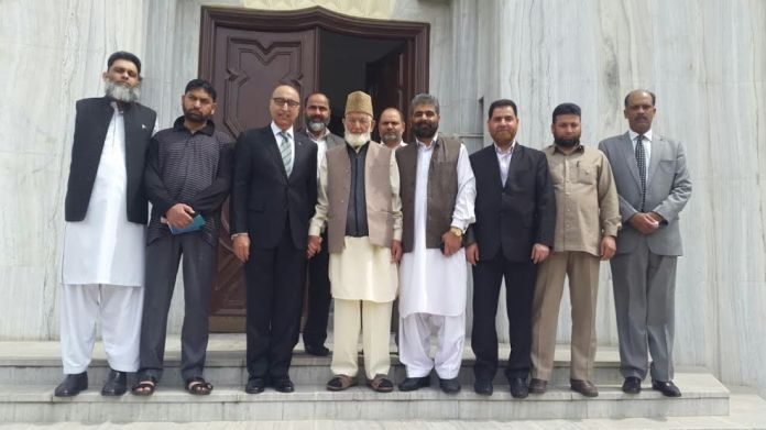All Parties Hurriyat Conference (g) leaders with Pakistan Envoy Abdul Basit in New Delhi on March 24, 2016.
