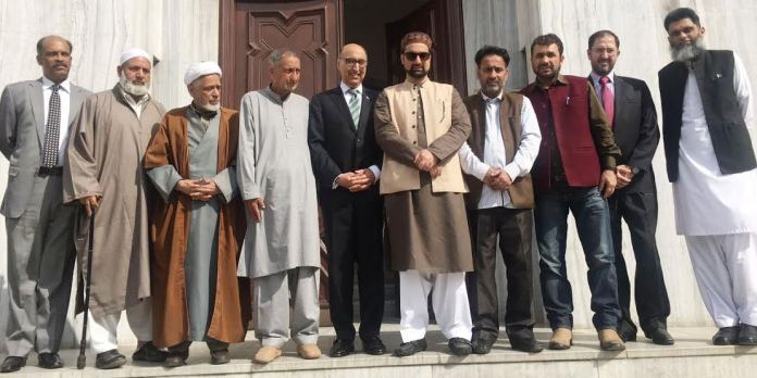 Hurriyat Conference (m) leaders with Pakistan Envoy Abdual Basit in New Delhi