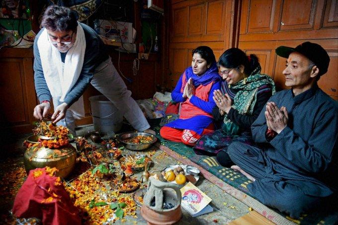 Kashmiri Pandit family celebrating Herath. (Photo courtesy: Web)