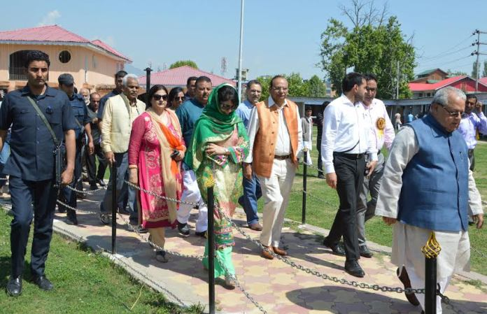 CM Mehbooba Mufti with Union MSME Minister on May 08, 2016 at Kashmir Haat.