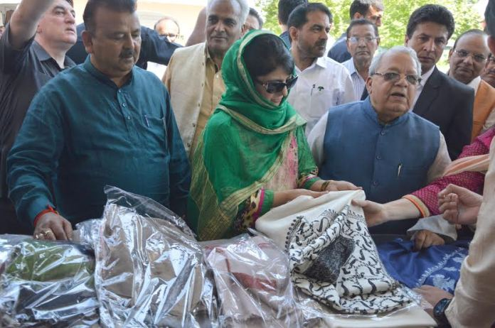 CM Mehbooba Mufti with Union MSME Minister on May 08, 2016 at Kashmir Haat