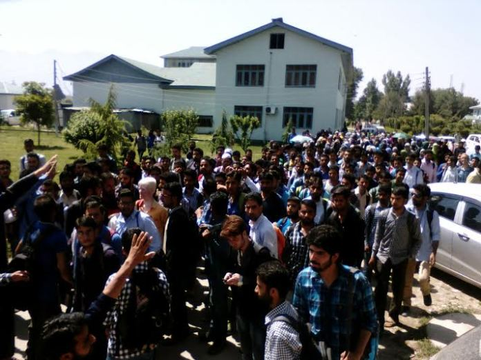 KU Students Protest on May 17, 2016 againt Fee Hike 1