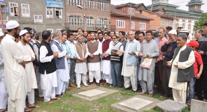 Mirwiaz Umar Farooq paying tributes to Hawal Martyrs on May 14, 2016
