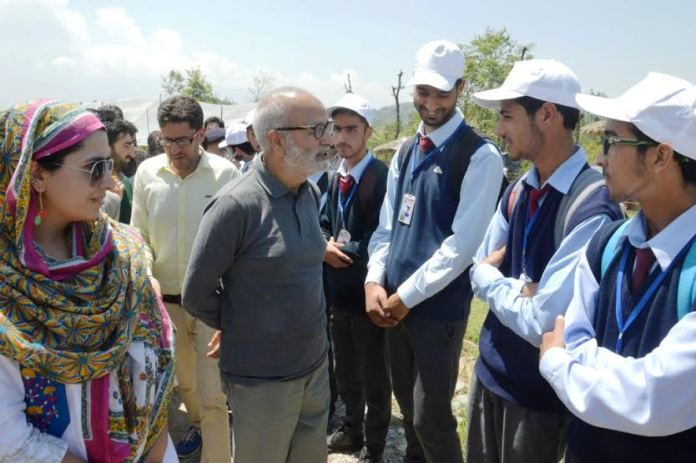 Naeem Akhtar toured a garden in Islamabad with school children on Saturday.