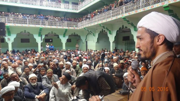 Sheikh Nazir Ul Mehdi Mohammadi addressing his supporters in Kargil on May 05, 2016.