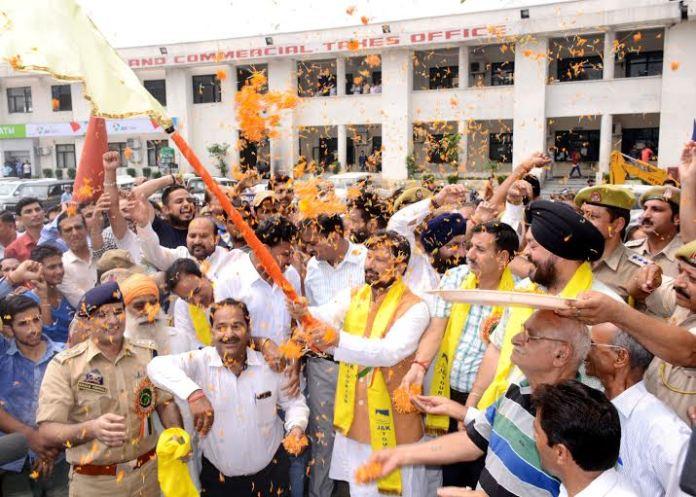 Lal Singh flagging off first batch of Amarnath Yatris.