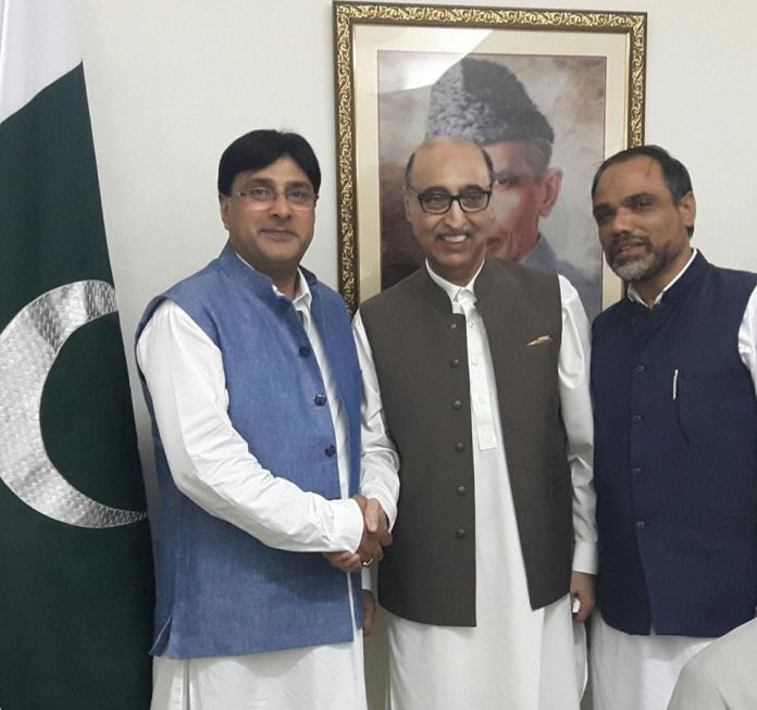 """APHC-m leaders Moulana Masroor Abbas Ansari and Media Advisor Advocate Shahid ul Islam Saturday evening represented Hurriyat amalgam at """"Iftaar"""" party organized by Pakistan High Commissioner to New Delhi Abdul Basit. The leaders also held a meeting with Abdul Basit and thanked him for Pakistan's continues support on diplomatic and political fronts for the resolution of Kashmir issue."""