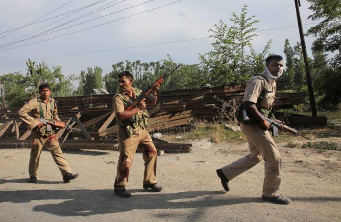 Injured CRPF men leaving the assault spot. (Photo: Javed Dar/KL)