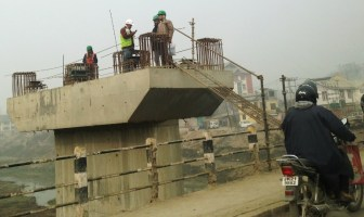 Work on flyover resumes in Srinagar in December 2016 after almost five months of paralysis