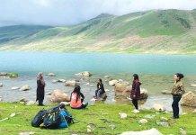 A group of girls on a trip to Harmukh. Image: Shefali Gautam