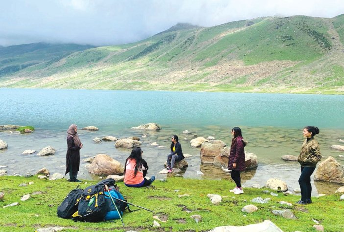 A group of girls on a trip to Harmukh. Image: Shefali Gautam
