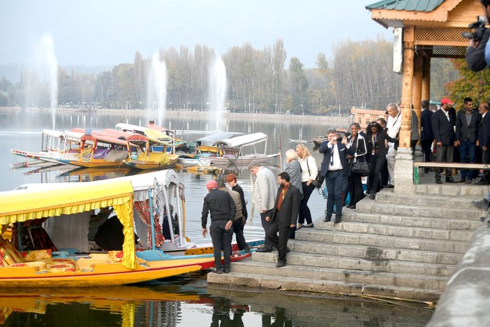 EU delegation while boarding Shikaras in Dal Lake Srinagar. KL Image by Bilal Bahadur