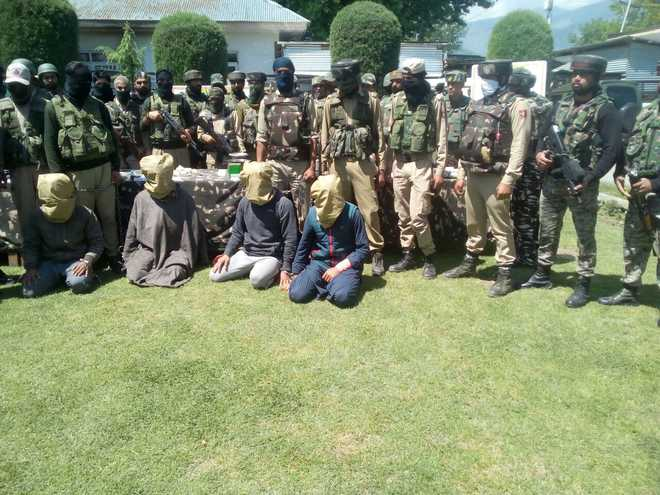 4 militants, 7 OGWs held in separate raids in Baramulla