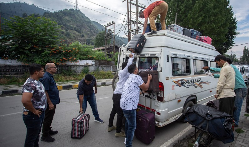 Miffed Tourists, Yatris Start Leaving Kashmir Valley