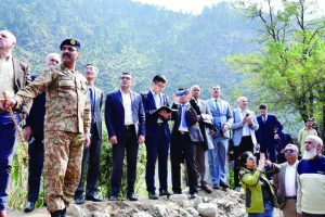 Pakistan Takes Diplomats On LoC Tour