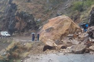 Kashmir Highway Closed Again After Landslide