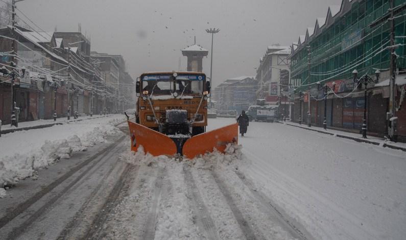 Kashmir Receives Fresh Snowfall; Flights Cancelled, Highway Closed