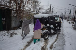 Back to Back Avalanches Wreak Havoc in North Kashmir, Bury 12 Alive