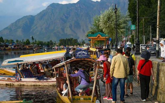Malaysian Tourists In Kashmir Turn Emotional After Accessing Internet