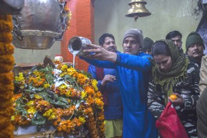Devotees Throng Temples In Kashmir On Hearath