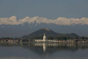 Lockdown in Photos: Pir Panjal Peaks Smile Over Sullen Srinagar